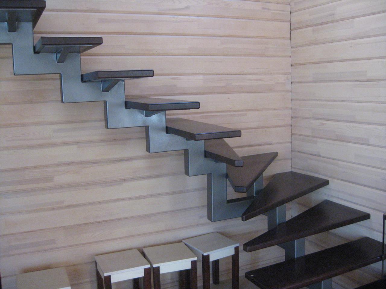 Лестница на одном металлическом косоуре своими руками
