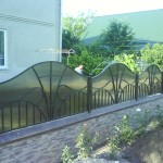 Fence with polycarbonate
