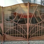 Modern gate with polycarbonate
